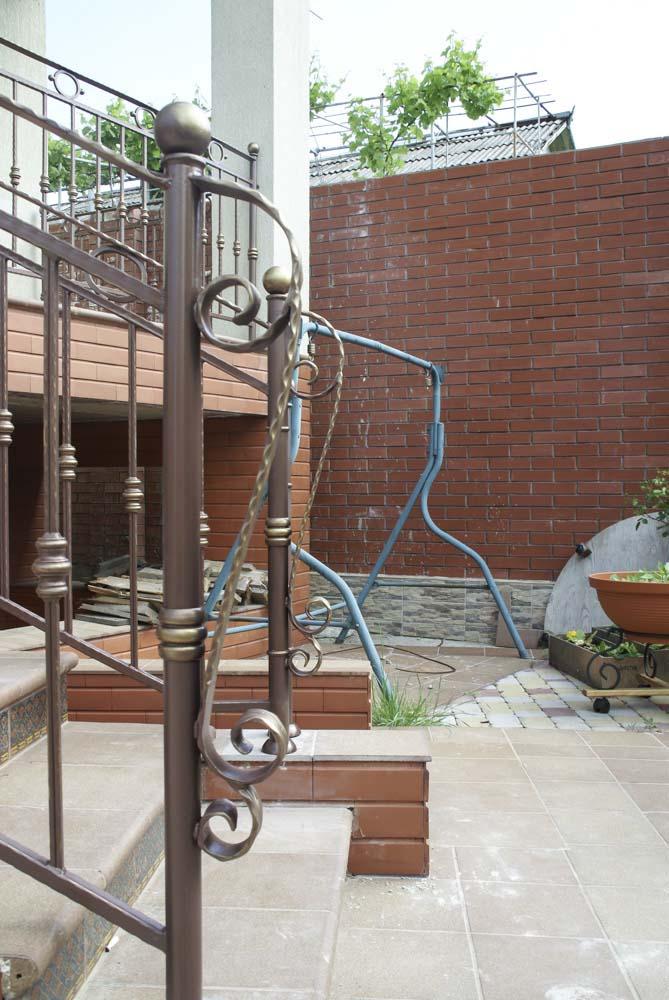 Уличные балконные и лестничные ограждения в городе Анапа