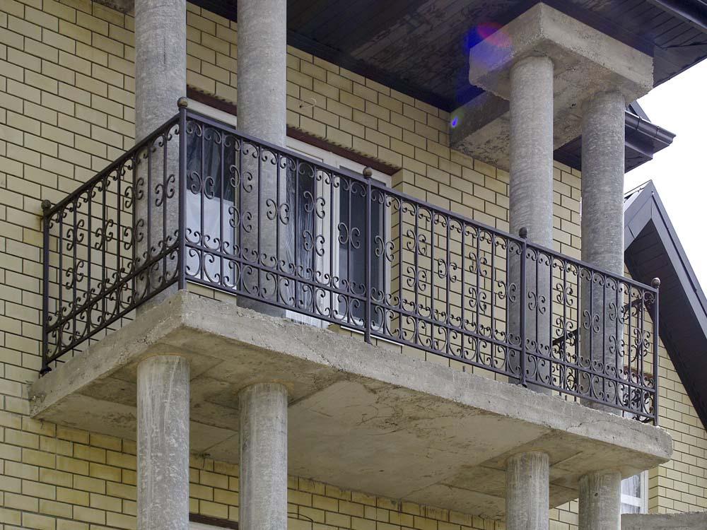 Уличные балконные ограждения в городе Анапа