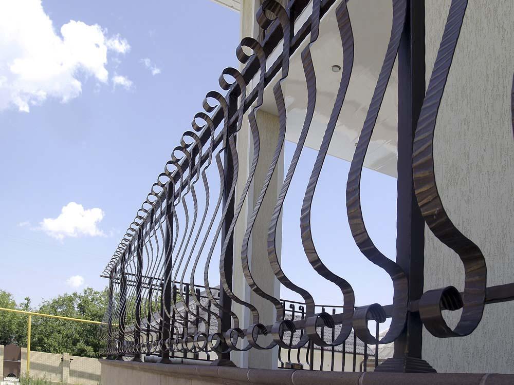 Уличные балконные ограждения в поселке Витязево