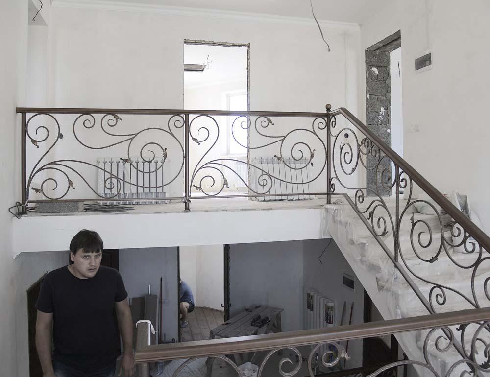 Внутренние лестничные ограждения в станице Раевская