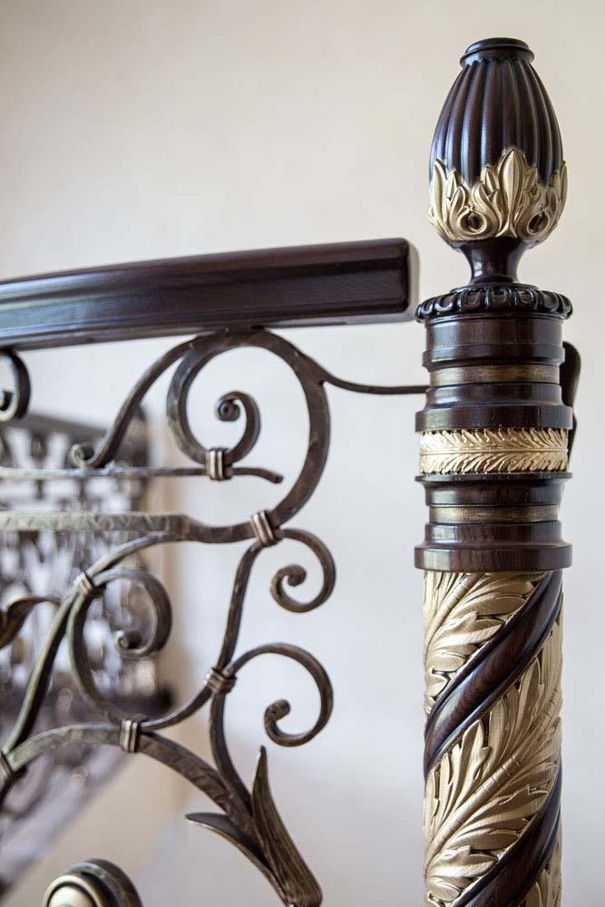 Лестница внутренняя с кованым ограждением - п.Адербиевка