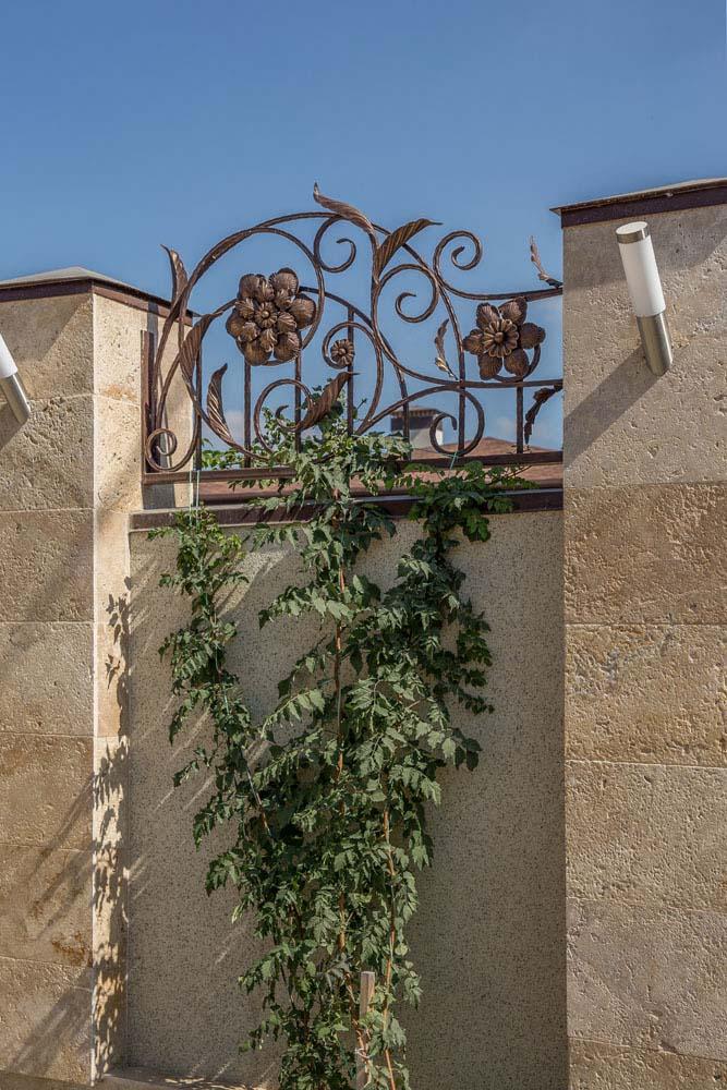 Открытые кованые ворота, калитка и навершия - г.Анапа