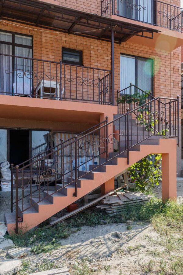 Стандартные ограждения для балкона и террасы