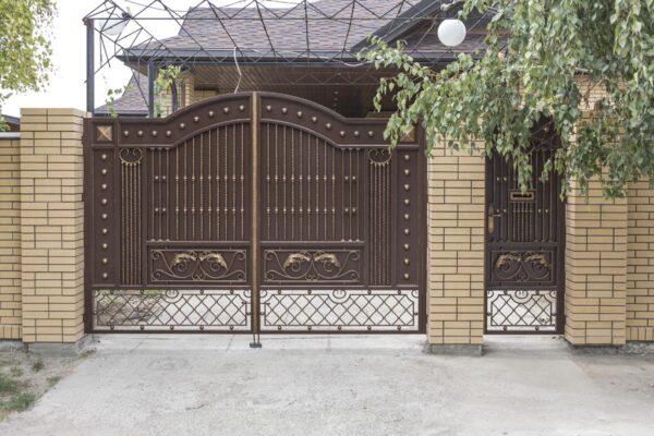 Кованые ворота и каилтка — с. Юровка