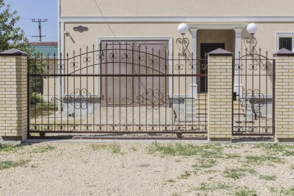 Открытые кованые ворота, калитка и ограждения — п.Виноградный