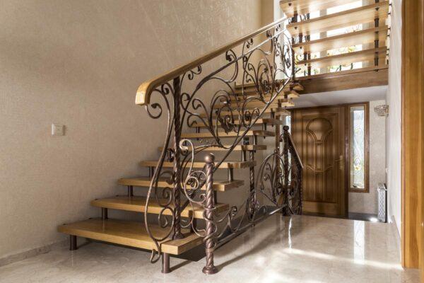 Лестница с кованым ограждением — п.Витязево