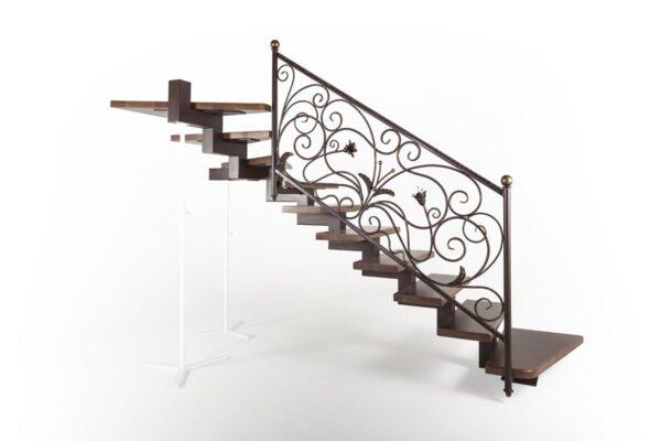 Лестница внутренняя с кованым ограждением — г.Анапа