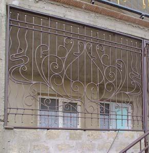 Кованые оконные решетки и веранда — п.Супсех