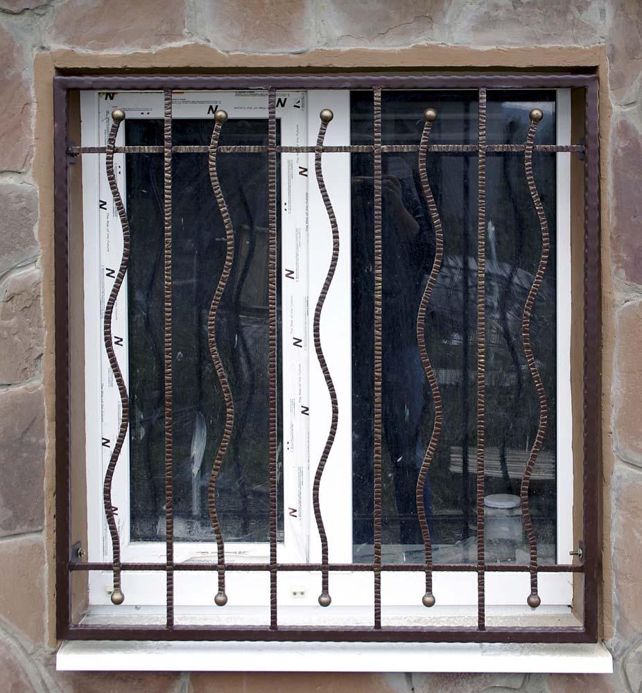 Кованые оконные решетки в поселке Супсех