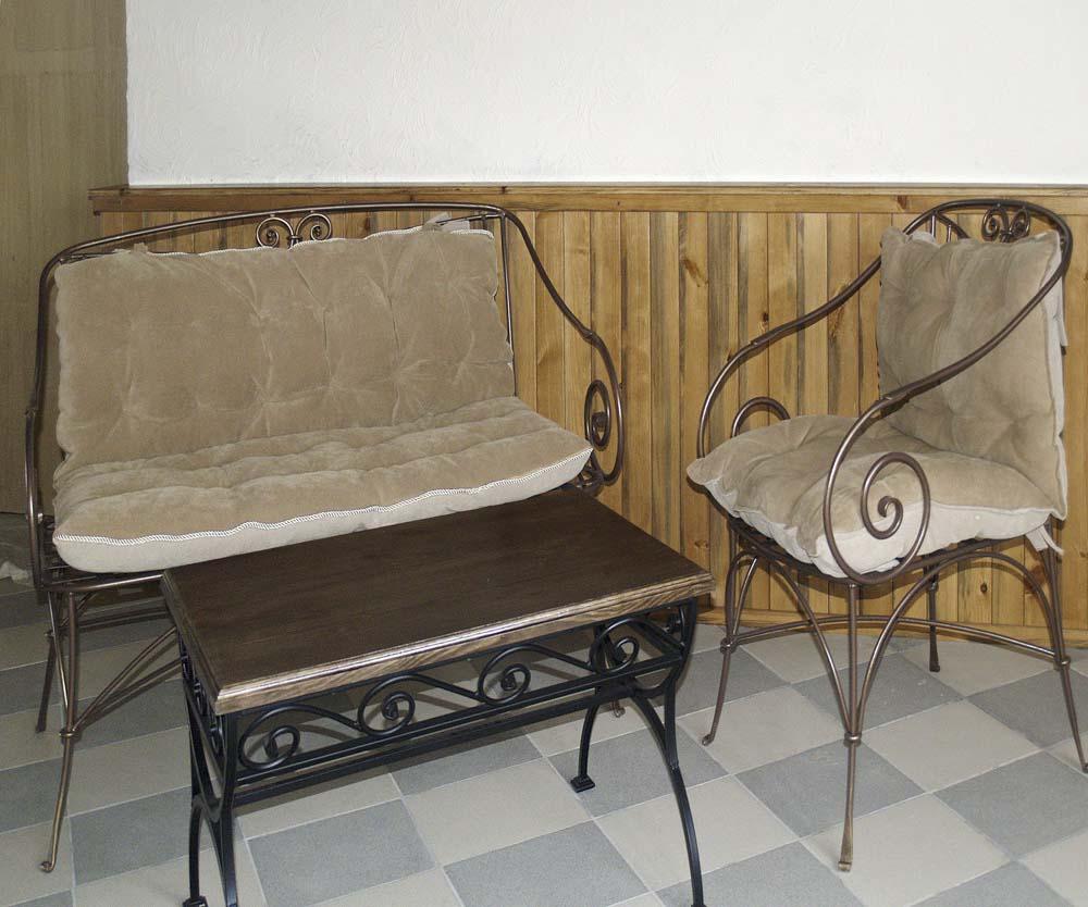 Кованые кресло стул столик