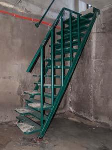 Лестница внутренняя с простым ограждением