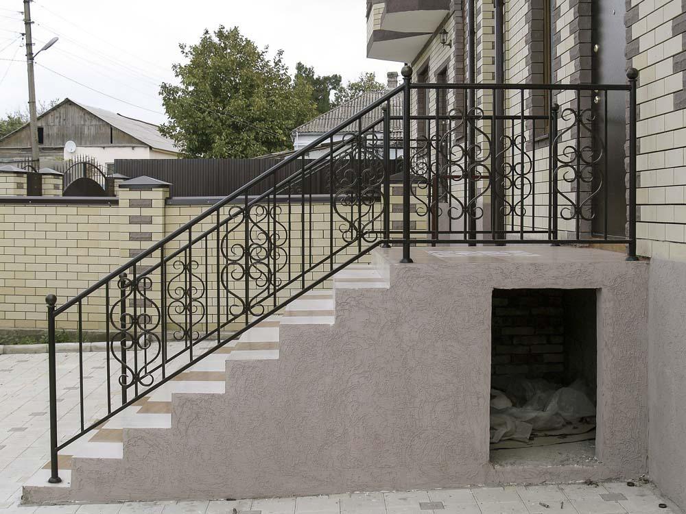 Стандартные балконные и лестничные ограждения в поселке Супсех
