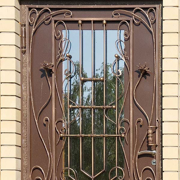 Дверь с коваными элементами — п.Виноградный
