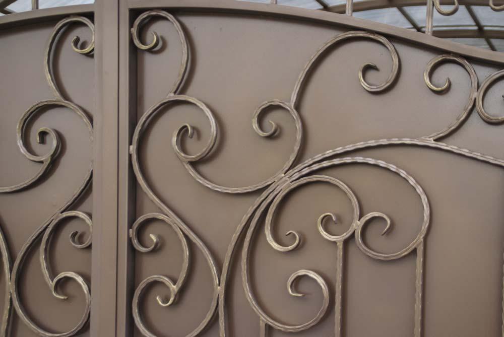 Элементы кованых ворот в поселке Витязево