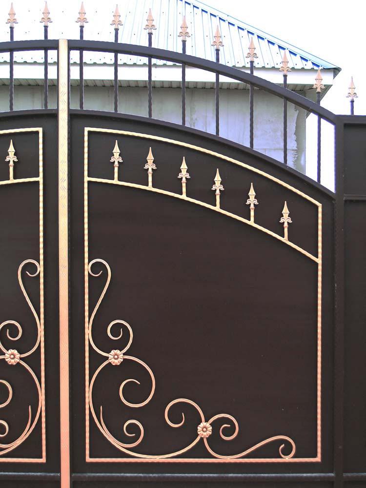 Элементы стандартных кованых ворот В2 в поселке Виноградный