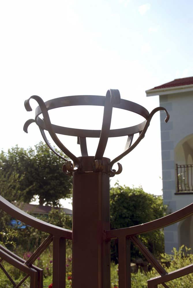 Кованые декоративные фонари в городе Анапа