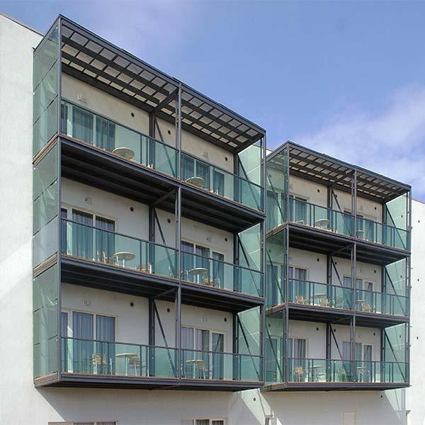 Трехчастные металлические балконы с стеклянным ограждением — п.Витязево, СОК «Волейград»