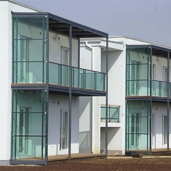 Металлические балконы с стеклянным ограждением — п.Витязево, СОК «Волейград»