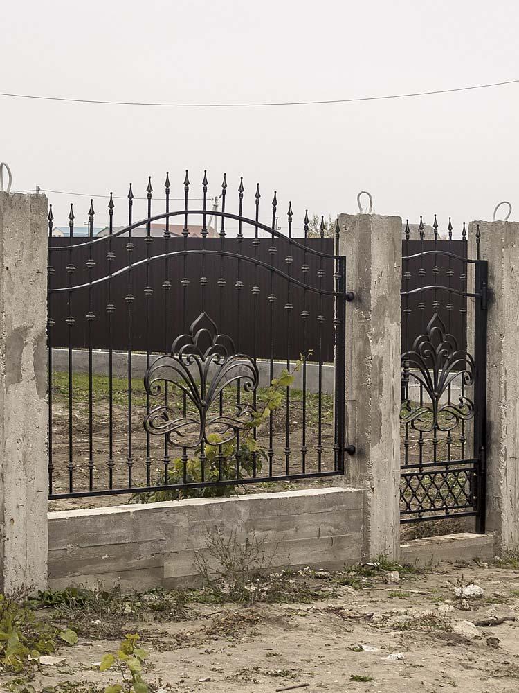 Открытые кованые заборные секции в хуторе Песчаном