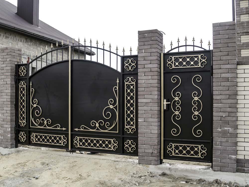 Стандартные кованые ворота Д4 и калитка А9 в поселке Супсех