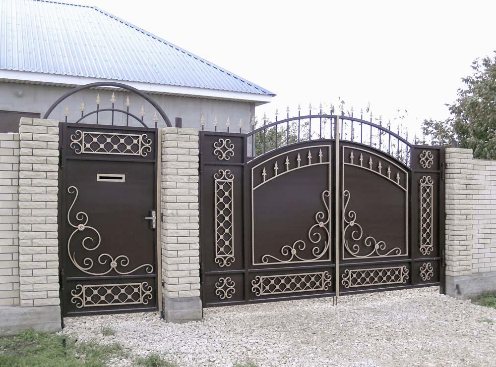 Стандартные кованые ворота В2 и калитка А8 в поселке Виноградный