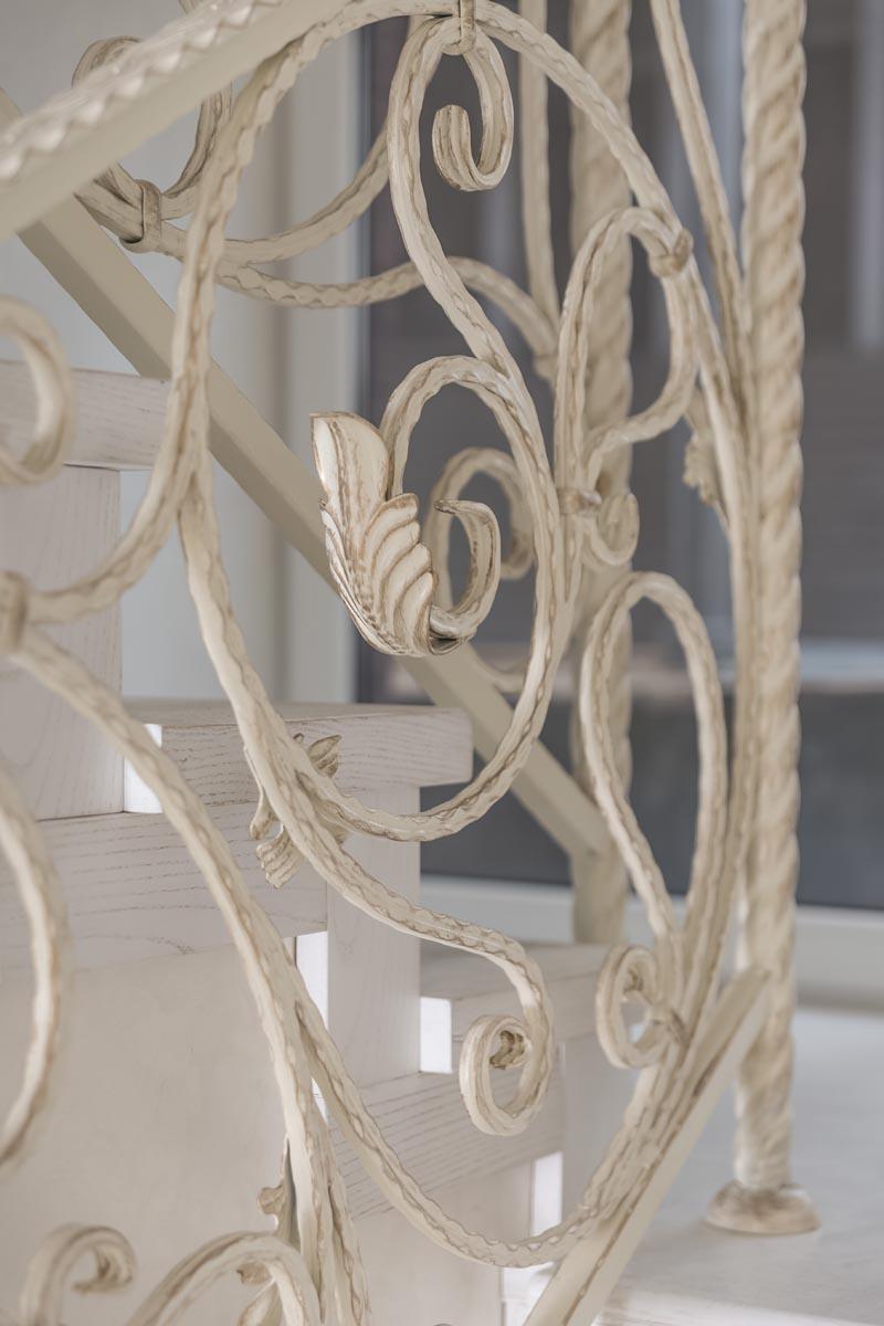 Обшивка лестницы и ограждение